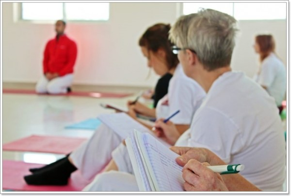 yoga teacher training programa 1 600x405