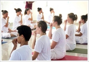 yoga certificado treinamento india